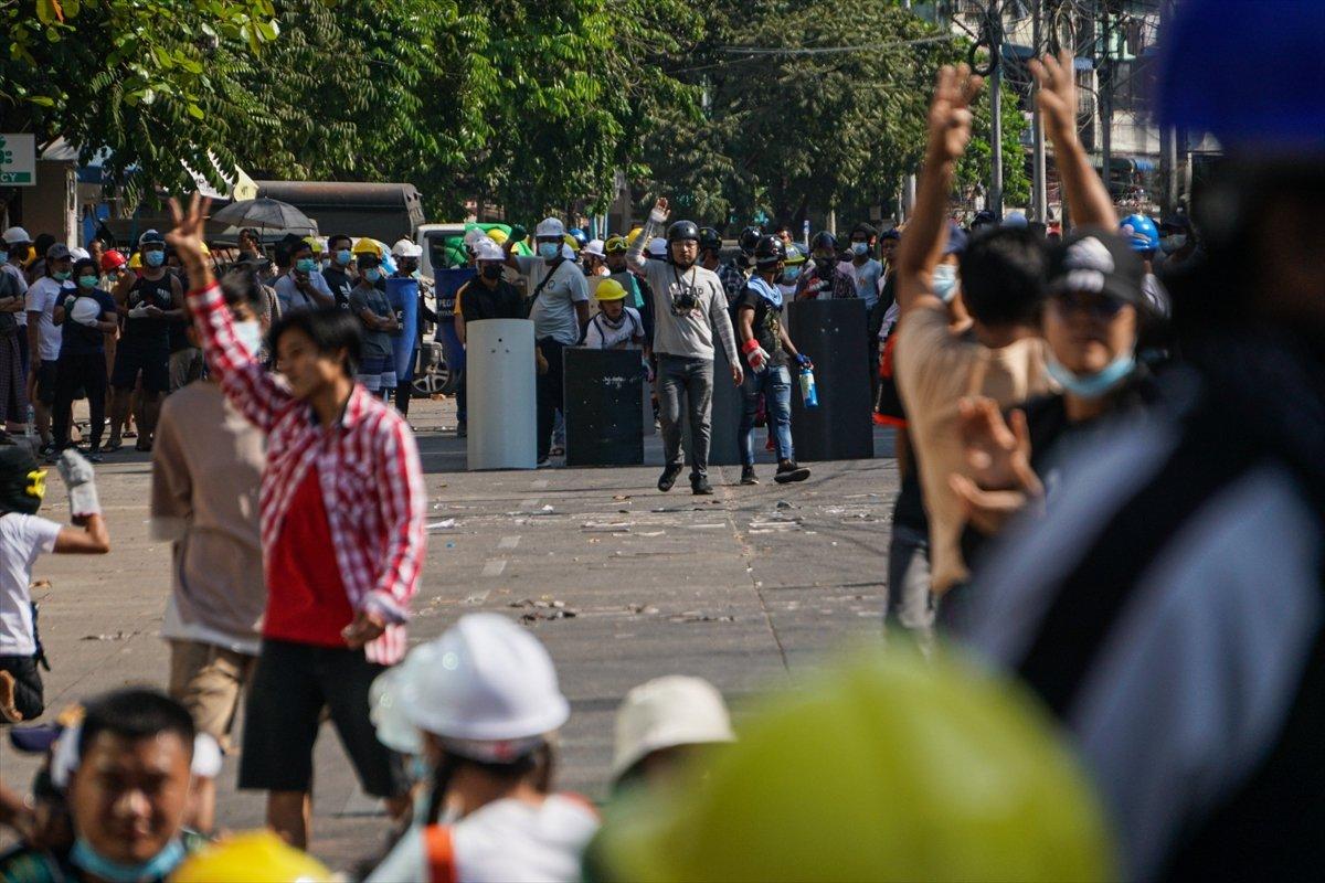 Myanmar'da orduya ait YouTube kanalları kapatıldı #1